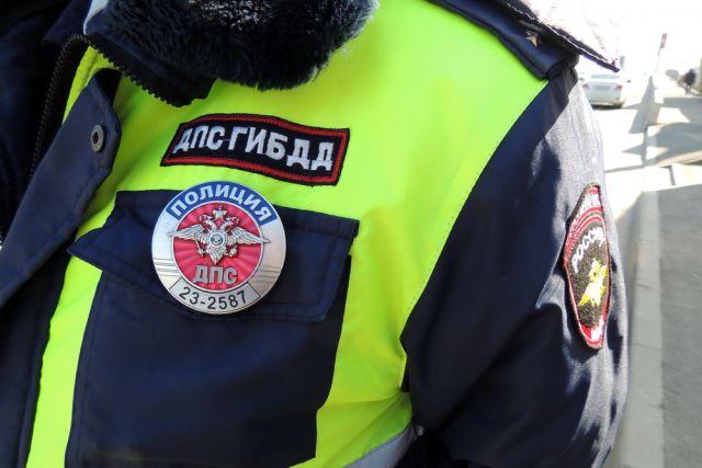 Водитель иномарки попал в больницу после столкновения с автобусом