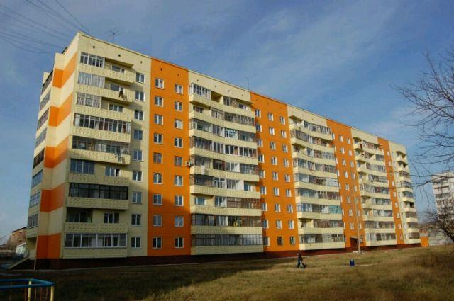 Мальчик выпал из окна квартиры, в которой проживал, на десятом этаже многоквартирного дома.