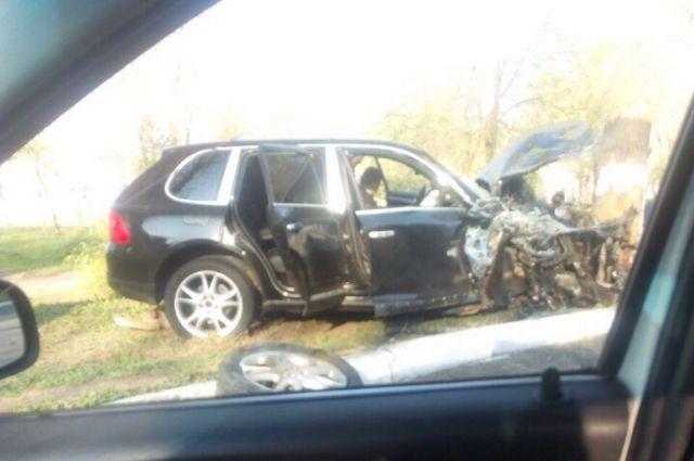В комментариях в социальных сетях пишут о том, что иномарка ехала с серьезным превышением скорости.