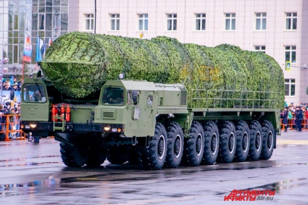 Среди неё был и настоящий ракетный комплекс «Тополь-М».