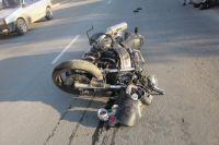 Как говорят очевидцы, мотоциклист въехал в легковой автомобиль «Мазда».