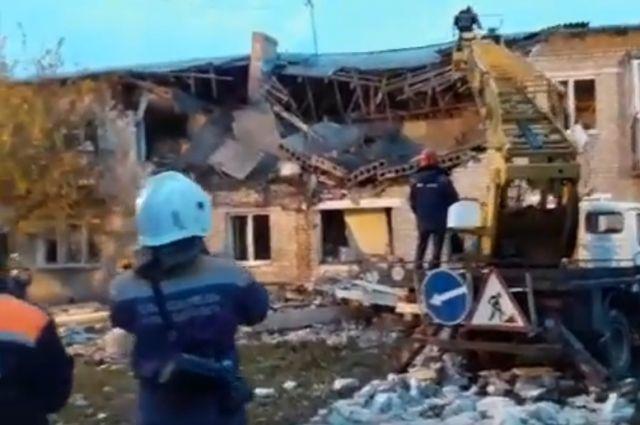 Последствия разрушения жилого дома на улице Ленина в посёлке Чистоозёрный Каменского района Ростовской области.