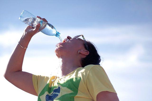Жителям рекомендуют больше пить.
