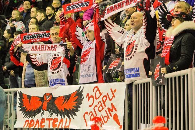 Омские болельщики следят за всеми интригами сезона.