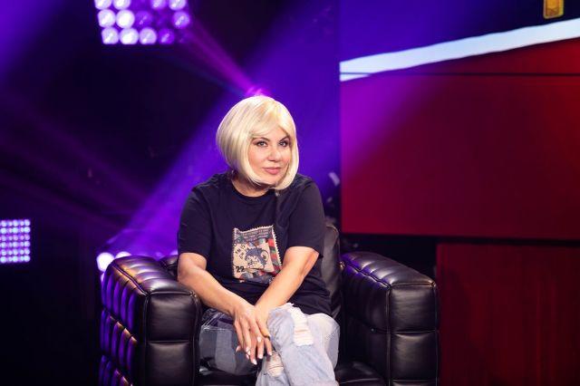 Марина Федункив сыграет в клипе роль сказочной бабушки, которая в старых детских фильмах открывает и закрывает резные ставни.