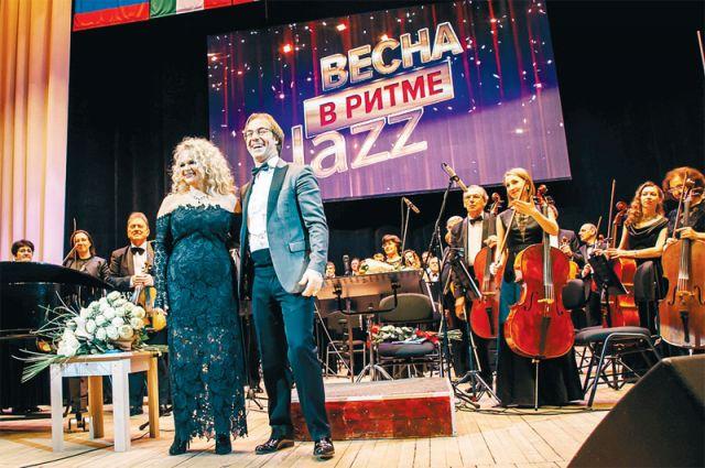 Они из джаза: Лариса Долина и «танцующий дирижёр» Фабио Мастранджело