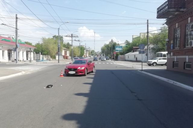 В центре Оренбурга водитель Mazda на перекрестке сбил женщину