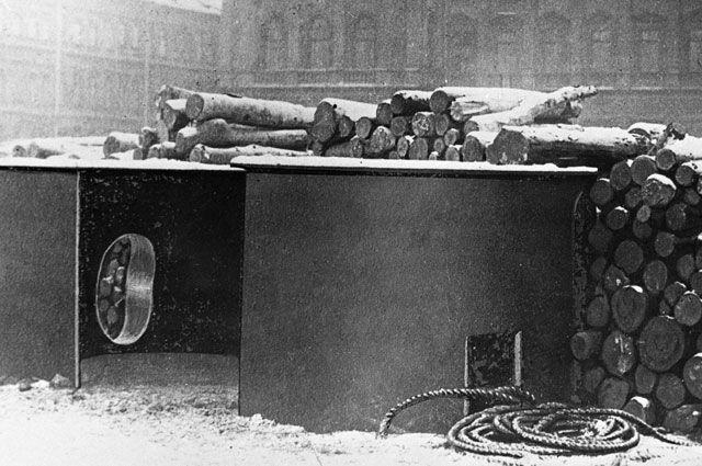 Баррикады на улицах Петрограда, март 1919 г.