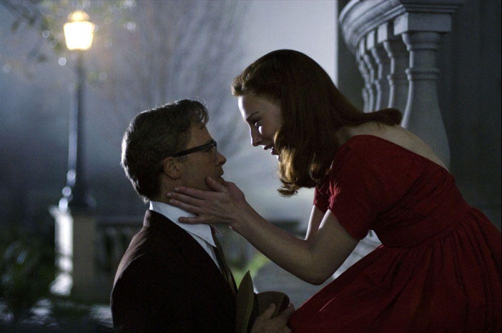 В 2008 году Бланшетт в паре с Брэдом Питтом снялась у Дэвида Финчера в «Загадочной истории Бенджамина Баттона» по рассказу Фицджеральда. В фильме она сыграла Дэйзи, подругу главного героя, чья жизнь течет наоборот — от старости к младенчеству.