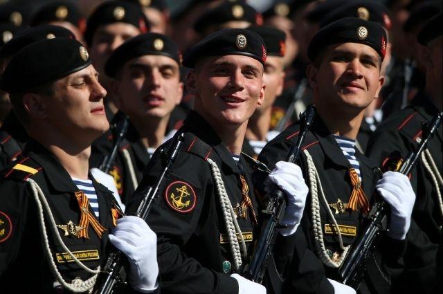 Калининградские морпехи вернулись с парада на Красной площади