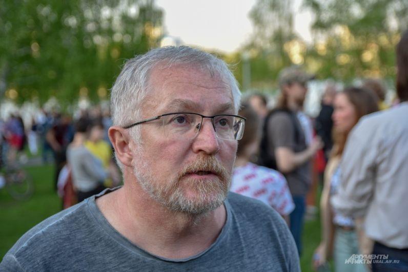 Депутат Екатеринбургской городской думы Константин Киселев считает, что у властей еще есть возможность принять правильное решение, которое примут все стороны.