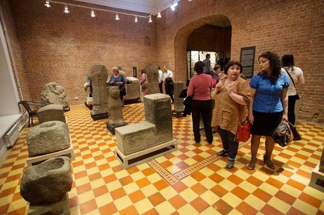 О древних царствах много интересного рассказывают каменные изваяния