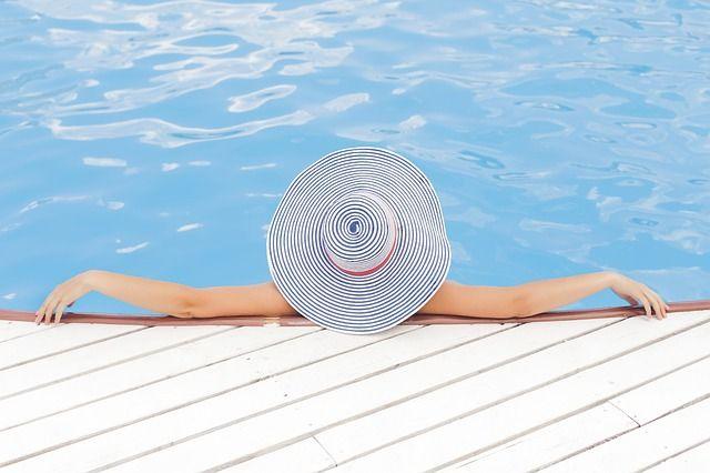 Лазукин выложил в сеть откровенное фото Туктамышевой в купальнике