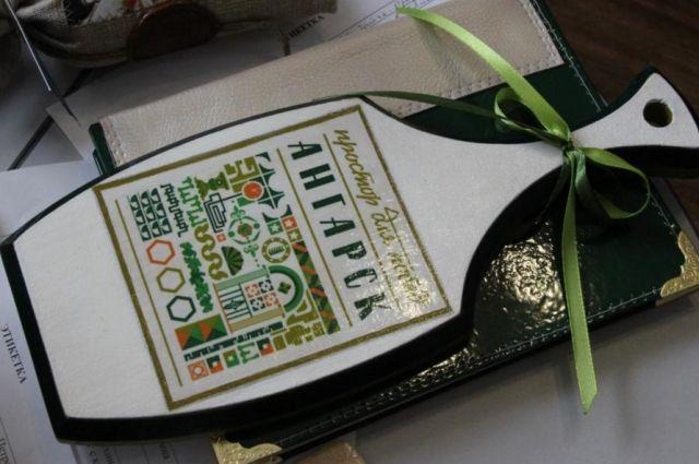 Производство сувениров в Приангарье пока не развито.