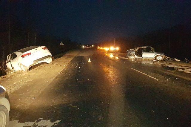 Самый тяжёлые травмы получил водитель автомобиля Ford. С переломами костей таза, грудины, черепно-мозговой травмой его увезли в больницу.