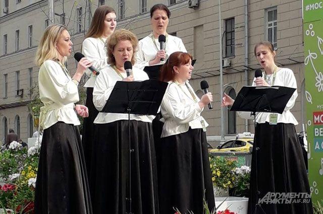 На Чистых прудах – духовная музыка в исполнении новосибирцев.