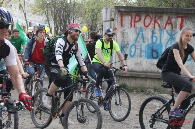 Она говорит, что сегодня на городской набережной нет условий для того, чтобы велосипедисты и пешеходы не мешали друг другу.