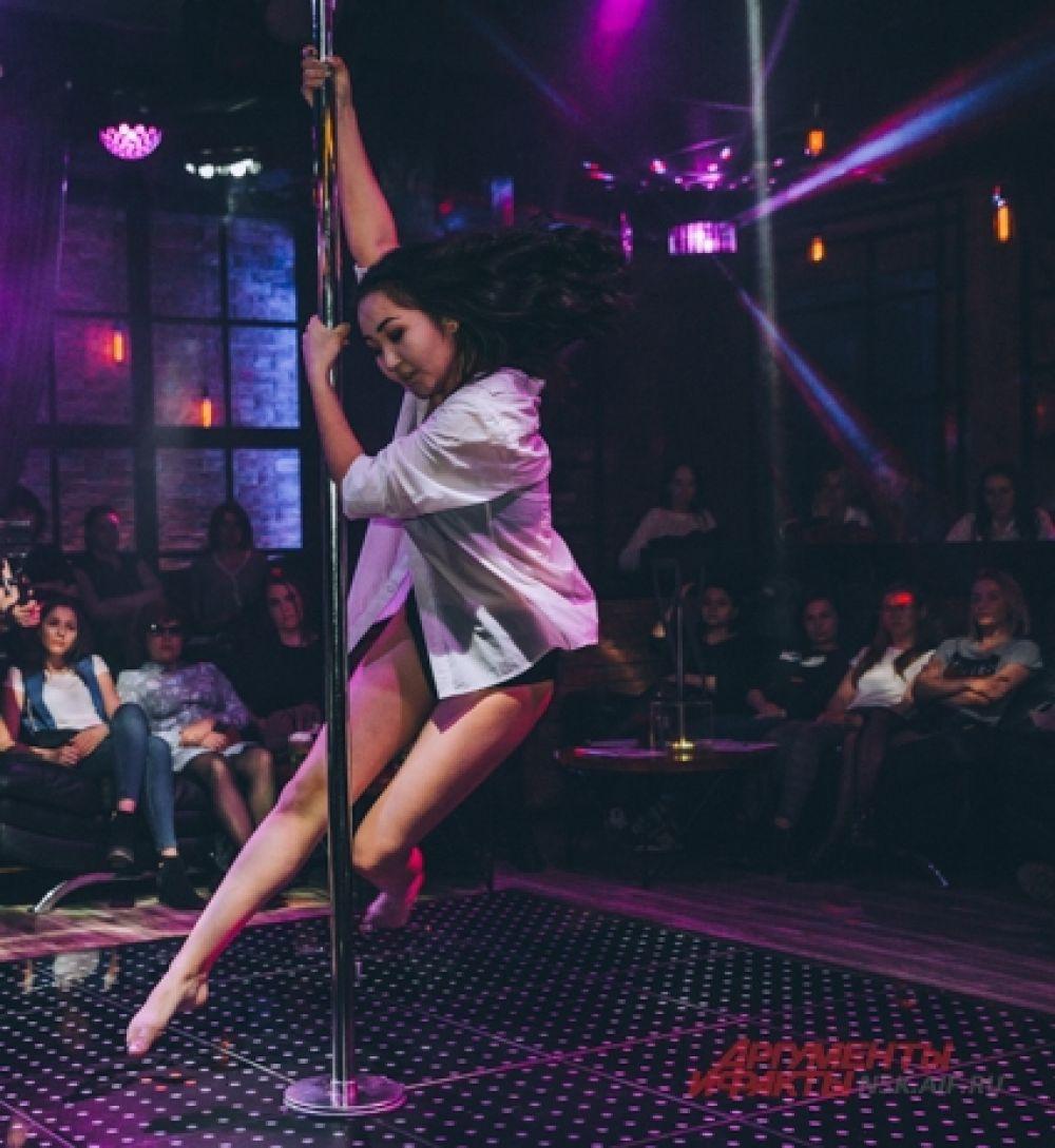 Девушки поражали зрителей не только хорошей танцевальной подготовкой, но и превосходной физической формой.