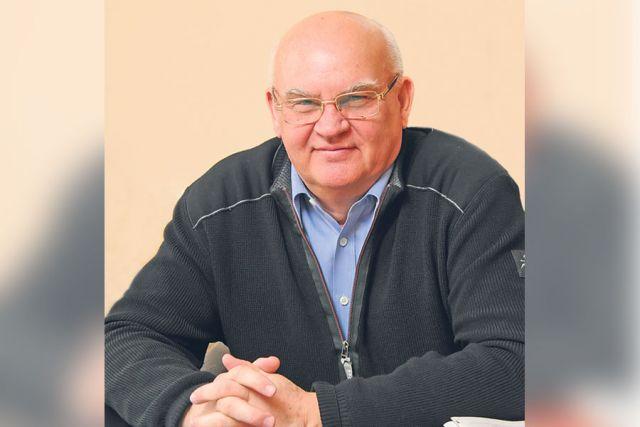 Как признался сам именинник Александр Лапин, сейчас он уже начал работать над новым романом.