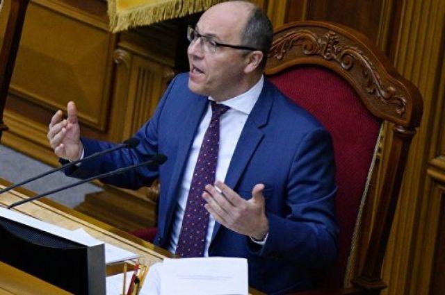 Парубий подписал закон об украинском языке