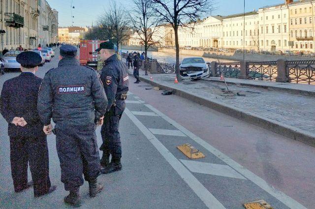 18 апреля в ДТП на перекрёстке Невского и Фонтанки пострадали шесть человек.