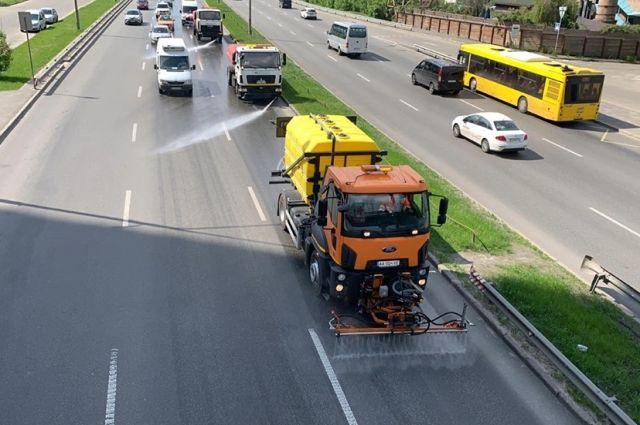 Киевавтодор будет чистить дороги специальным моющим средством