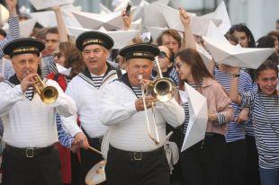 Более 100 яблонь установят на Манежной площади в Москве к фестивалю «Николин день»