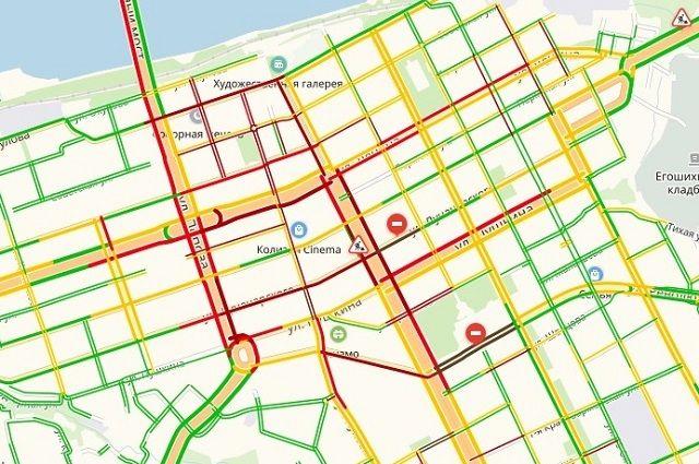 Движение парализовало на улицах Попова, Ленина, Луначарского, Осинской, Советской, а также Комсомольском проспекте.