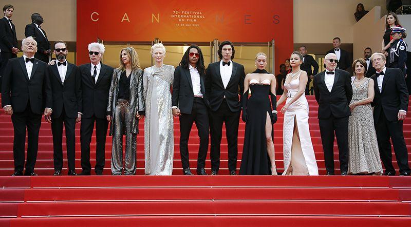 Режиссер фильма открытия Джим Джармуш с основными актерами: Хлоей Севиньи, Сарой Драйвер, Селеной Гомес, Адамом Драйвером, Биллом Мюрреем, Тильдой Суинтон.