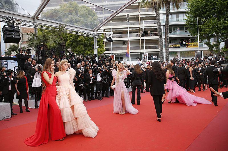 Гости на красной дорожке Каннского кинофестиваля.