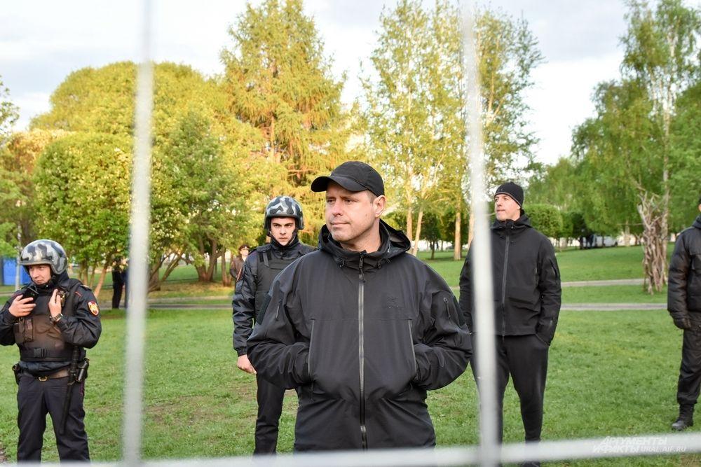 Охранники вместе с Росгвардией отстаивали позицию.