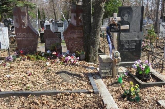 Противоклещевую обработку кладбищ проводят ежегодно.