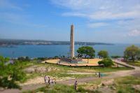 Обелиск Славы на горе Митридат – памятник воинам ВОВ, сражавшимся за город против фашистов.