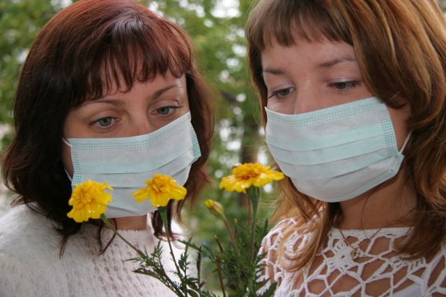 С симптомами аллергии необходимо обратиться к врачу.