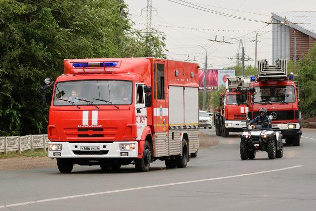 На месте происшествия работают несколько пожарных расчетов