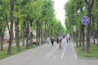 С недавних пор в начале велопешеходной дорожки на улице Октябрьской революции стоит знак, обозначающий её окончание.