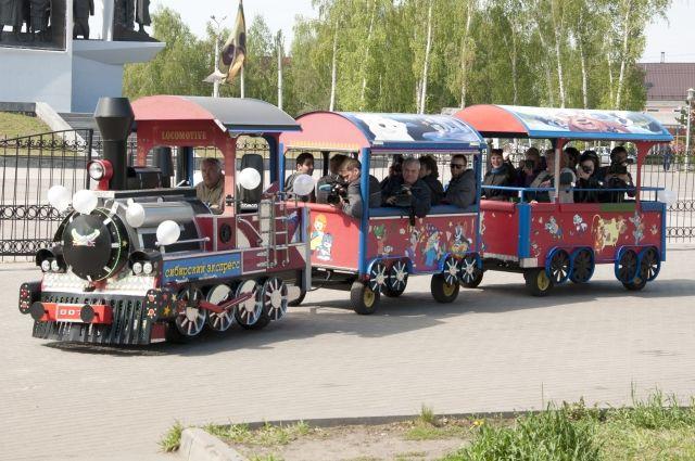 Около 19.30 в Парке Горького аттракцион «Поезд Восточный экспресс» сошёл с рельсов в районе вокзала.