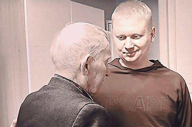 Антон Савчук и 95-летний ветеран.