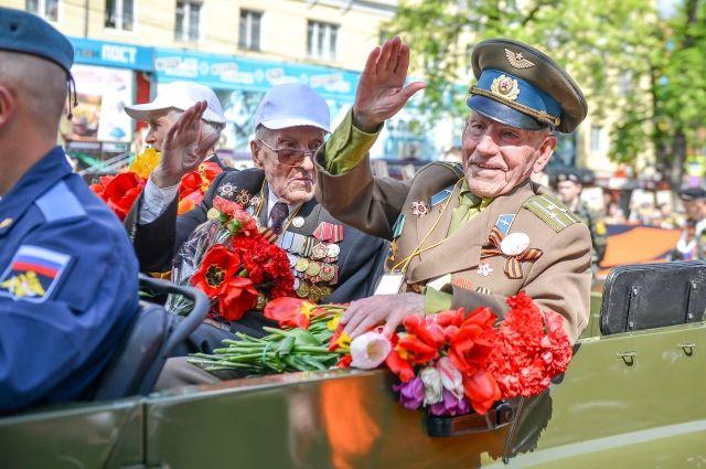 Около 600 омичей-участников Великой Отечественной получили выплату к 9 Мая
