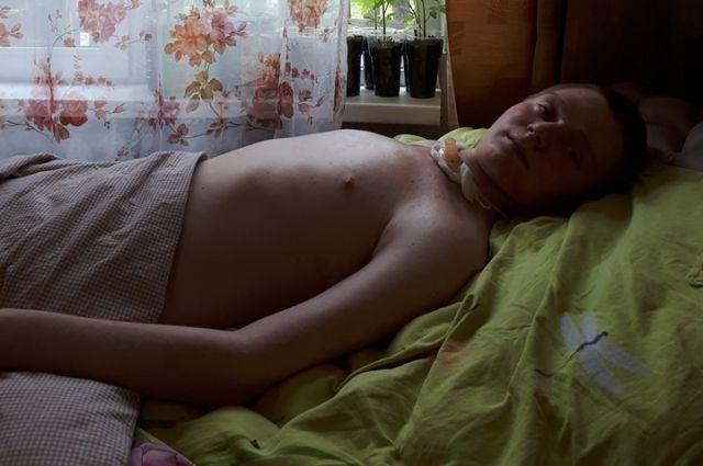 Сейчас Саша чувствует тело, но может двигать только руками, плечами, шеей и головой.