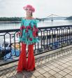 Катя Осадчая, как всегда - соединила приятное с полезным. Точнее - традицию со стилем, превратив все в очередной тренд. Как вам оригинальный образ Кати Осадчей?