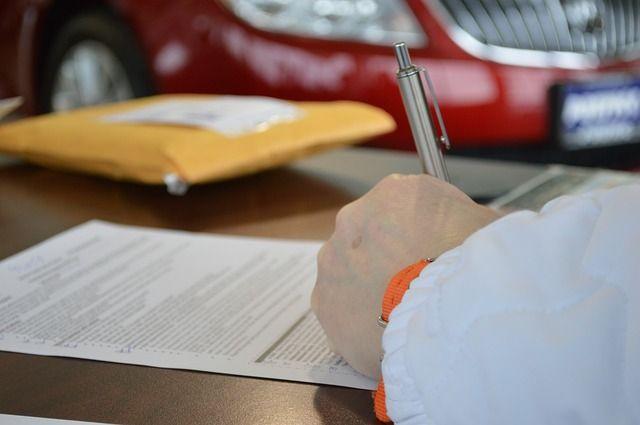 Покупатели заключали договоры на кредит и в дальнейшем должны были выплатить неустойку банку. Кроме этого они вообще могли лишиться машины.