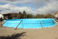 В большой бассейн вместится 300 человек.