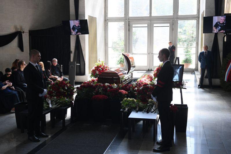 Зал на Троекуровском кладбище, где проходит церемония прощания.