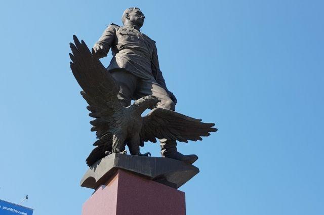 Все улицы в сибирских городах, названные в честь героев Великой Отечественной, можно разделить на две группы: государственного масштаба и локального – в честь героев, которых знают на малой Родине.
