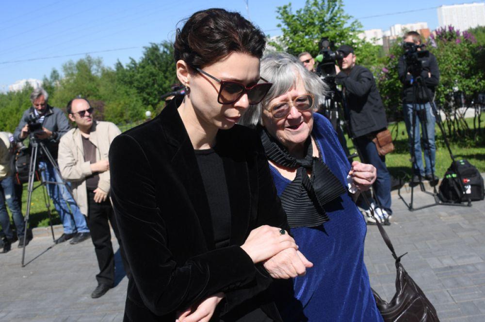 Вдова Сергея Доренко Юлия и его мама Татьяна.