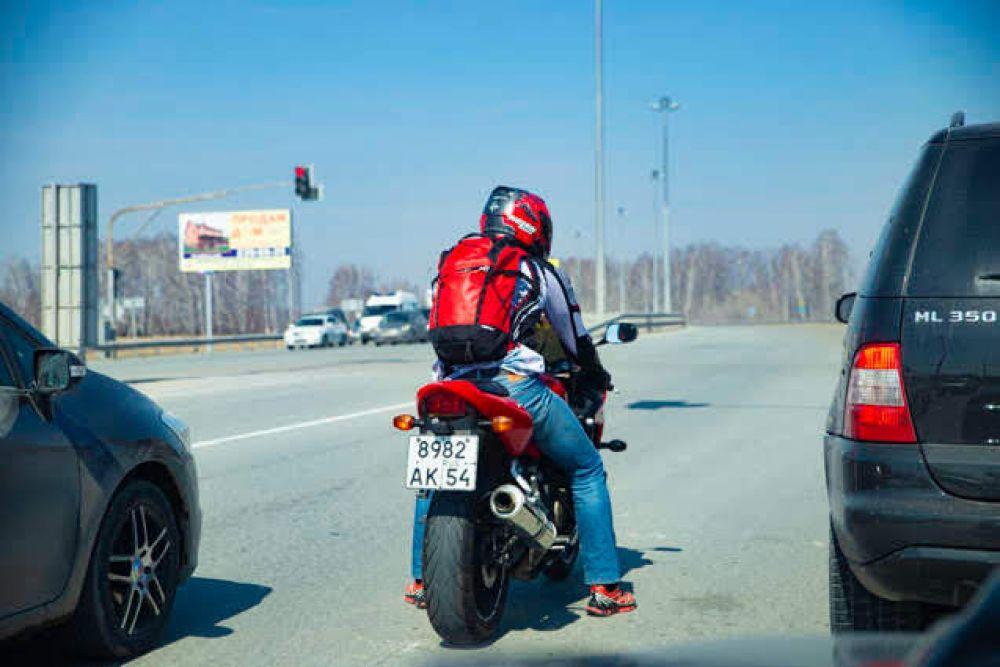 Сезон байков открыт: мотоциклисты вновь могут добираться до своего места назначения, минуя пробки.