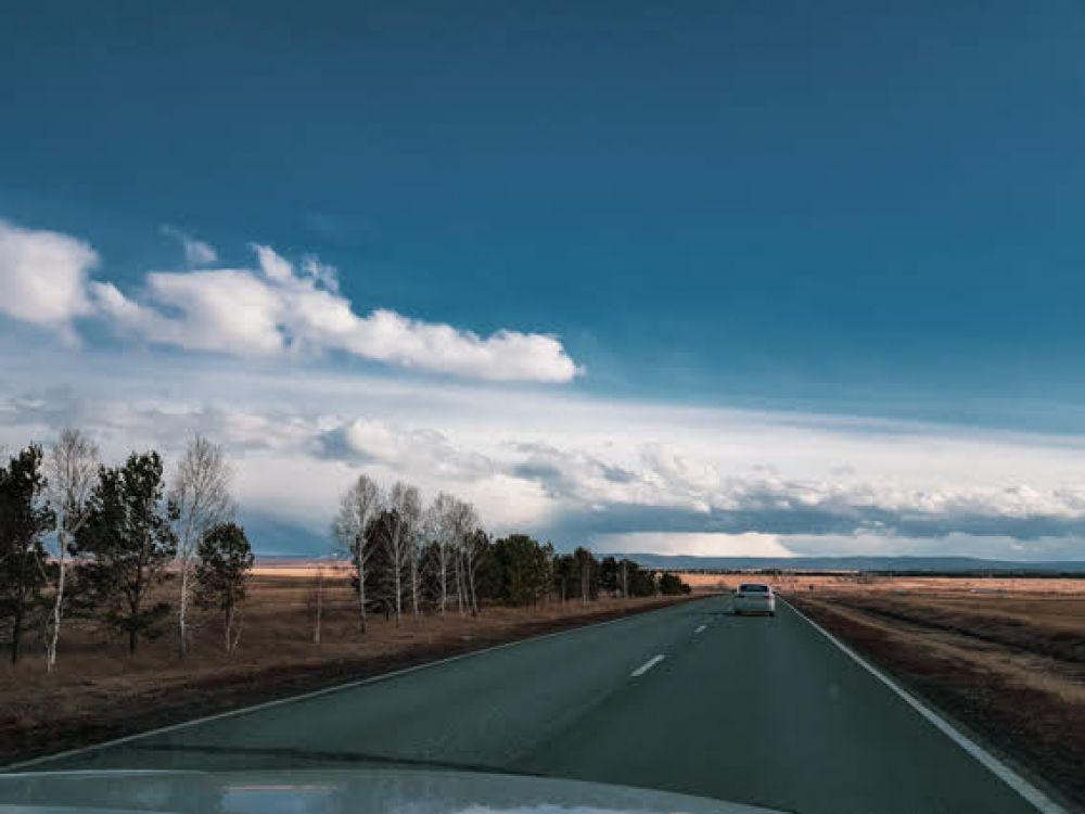 Красочными пейзажами лучше любоваться за городом. Многие новосибирцы предпочитают поездки на автомобиле по местным трассам: за это время можно увидеть массу красот и насладиться величественной красотой сибирской природы.