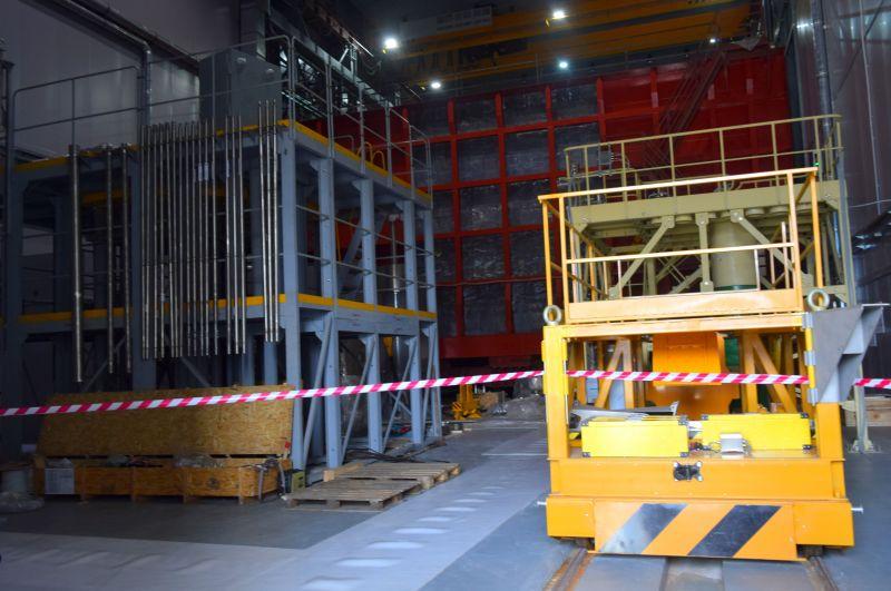 В августе 2018 года завершились работы по возведению защитного укрытия для обеспечения безопасной выгрузки топлива.