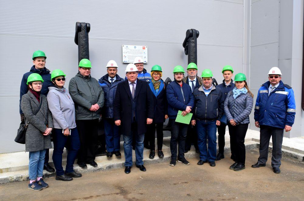 На судоремонтный завод «Нерпа» приехали общественники, журналисты и эксперты.